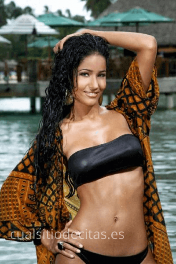 mujer dominicana desnuda
